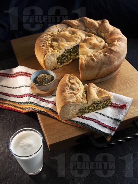 Зелник - печиво с мая и плънка от спанак, коприва, лапад, сирене, яйца и кисело мляко - снимка на рецептата